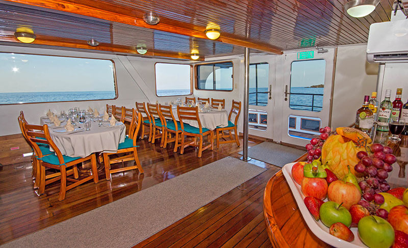 daphne-tourist-superior-galapagos-cruise