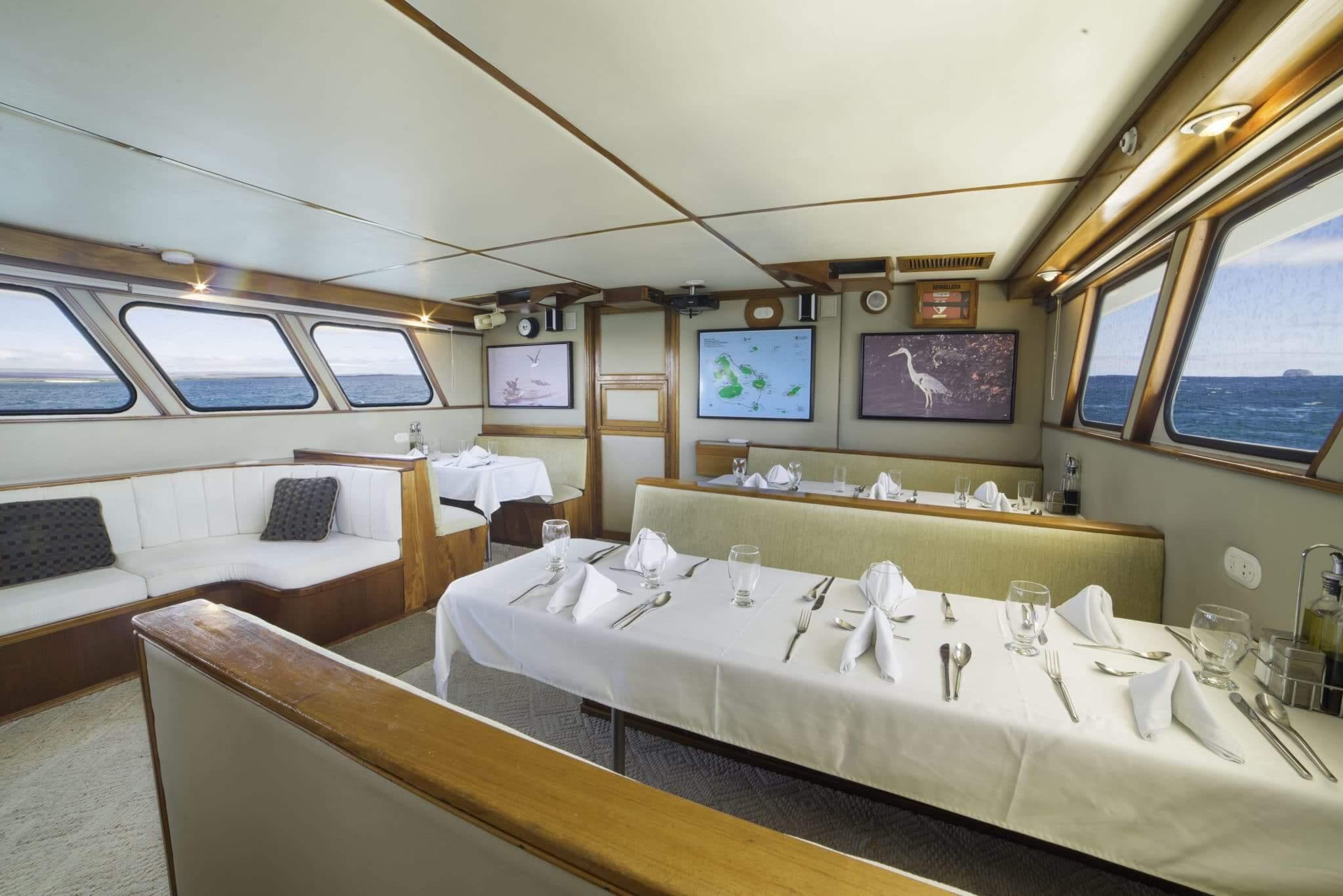 reina-silvia-first-class-galapagos-cruise